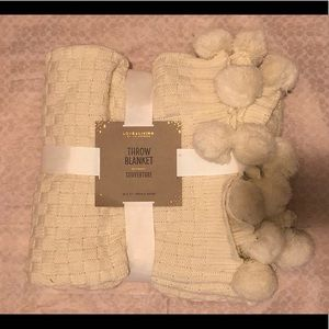 🍁2/$60 Brand New Cream Pom Pom Throw Blanket